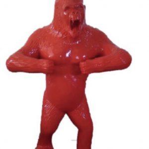 grand gorille en fibre de verre rouge