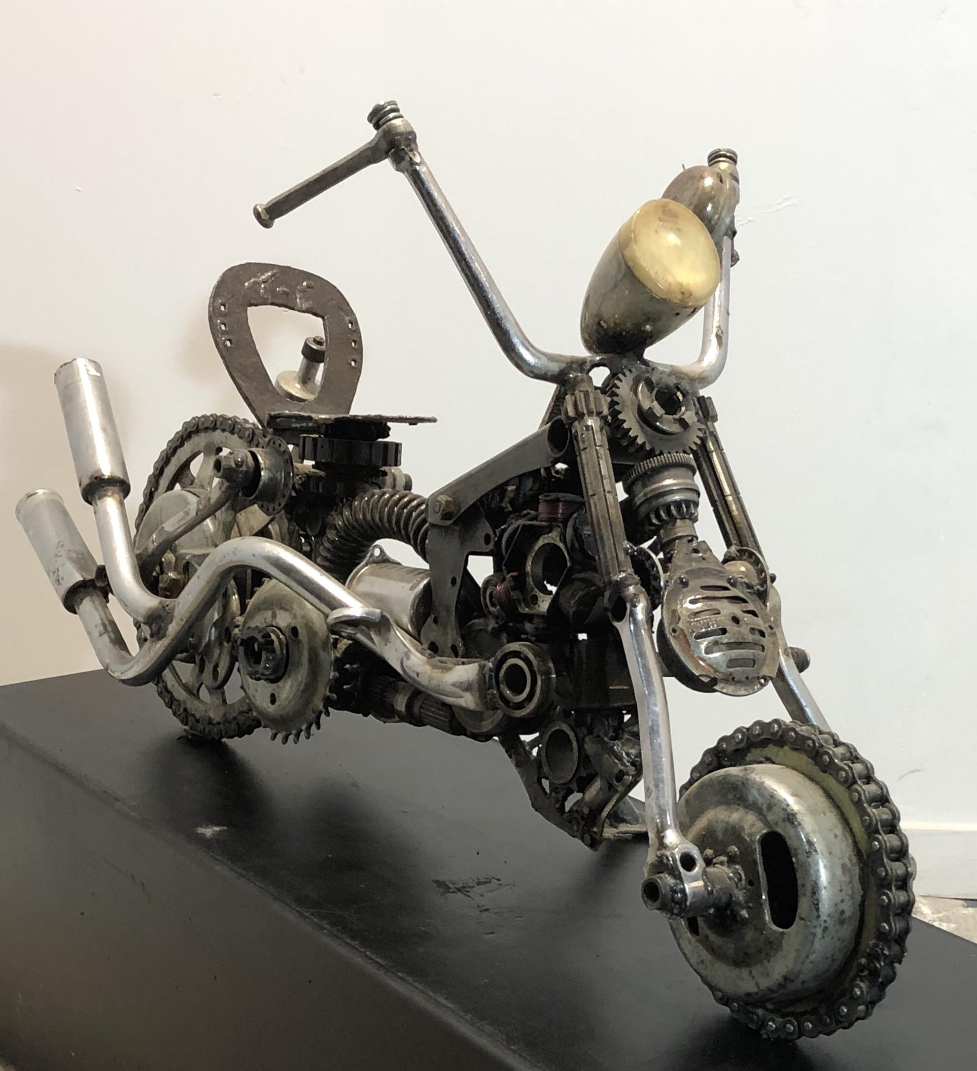 moto en acier création
