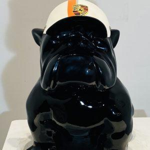bouledogue assis en résine personnalisé casquette