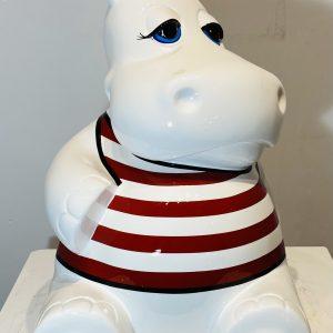 hippo assis en résine personnalisé