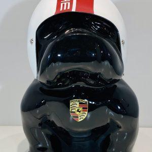 bouledogue assis en résine personnalisé par un casque