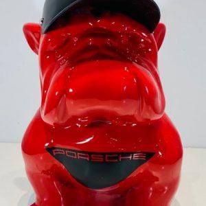bouledogue assis en résine personnalisé par une casquette