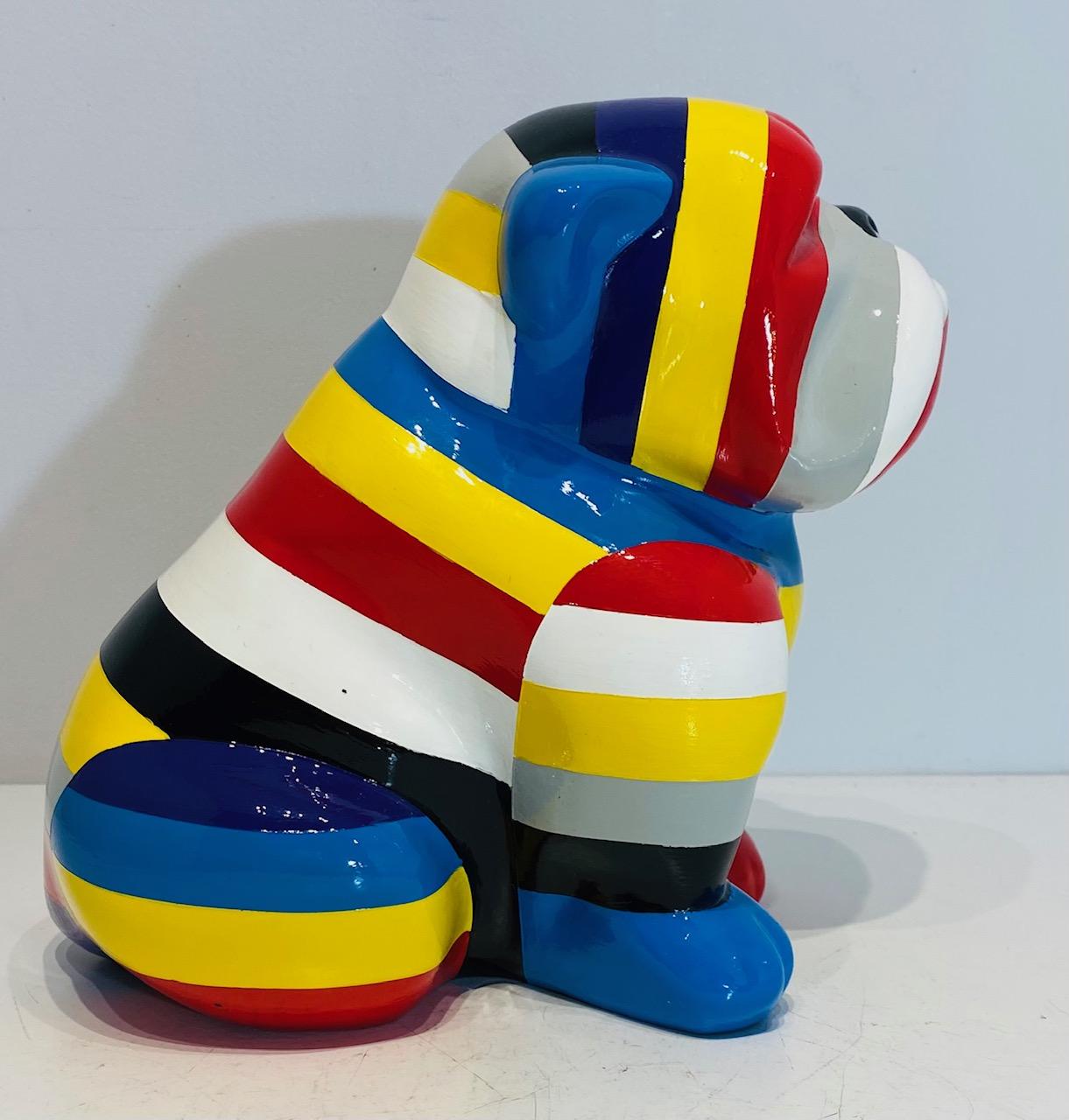 petit-bouledogue-assis-résine-rayures-multicolores